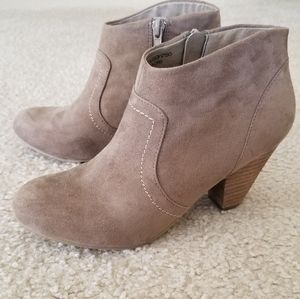 XOXO Aldenson Ankle Booties Beige Size 6